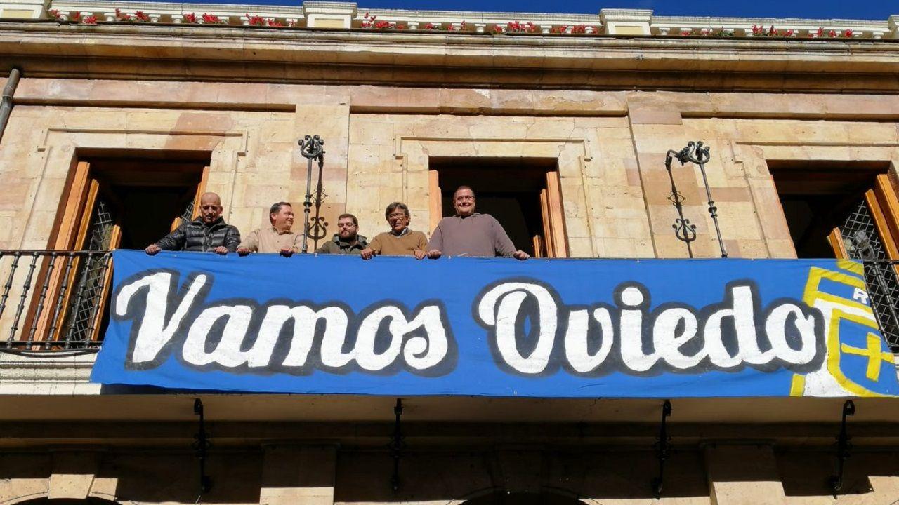 Concejales y representantes de la APARO y Fondo Norte con la pancarta