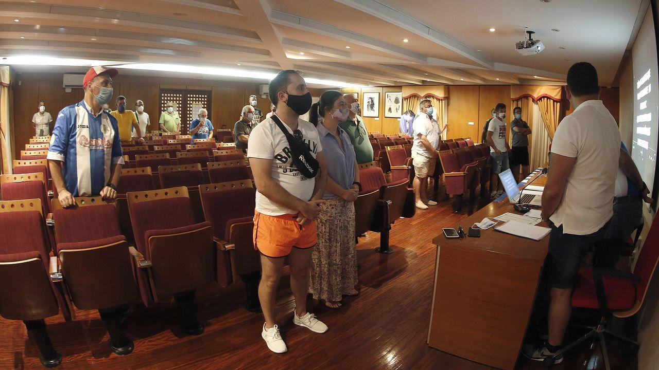 Directivos y socios del Puebla rindieron un minuto de silencio a los aficionados blanquiazules fallecidos