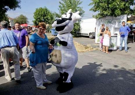 La campaña de Unións Agrarias recaló ayer en Monforte.