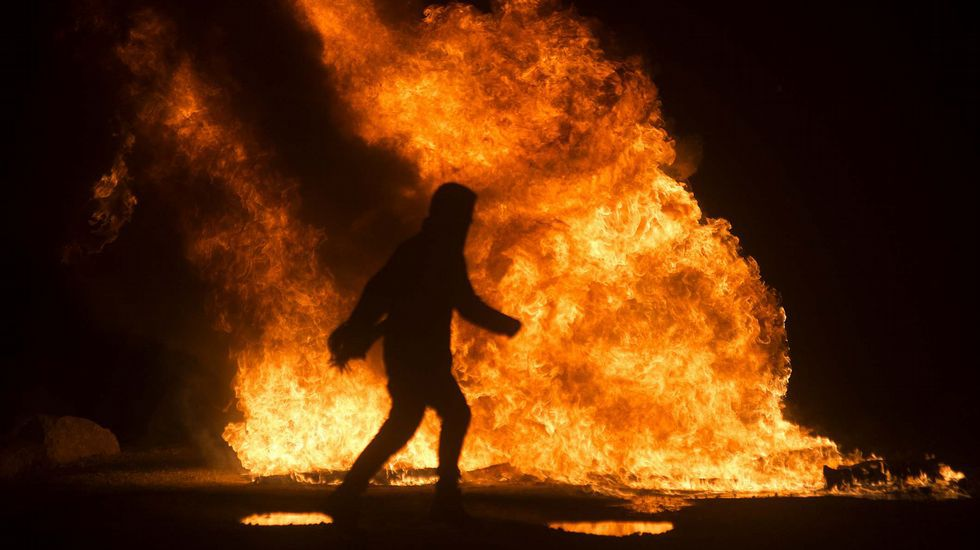 Arde «la Jungla» de Calais