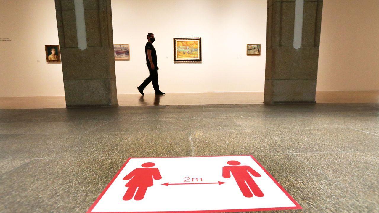 El museo Marco abre de nuevo sus puertas.Playa de A Madorra, donde aparece el cadáver que pone en marcha la investigación