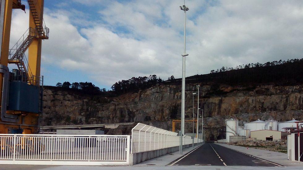 Vista del nuevo vial en Caneliñas