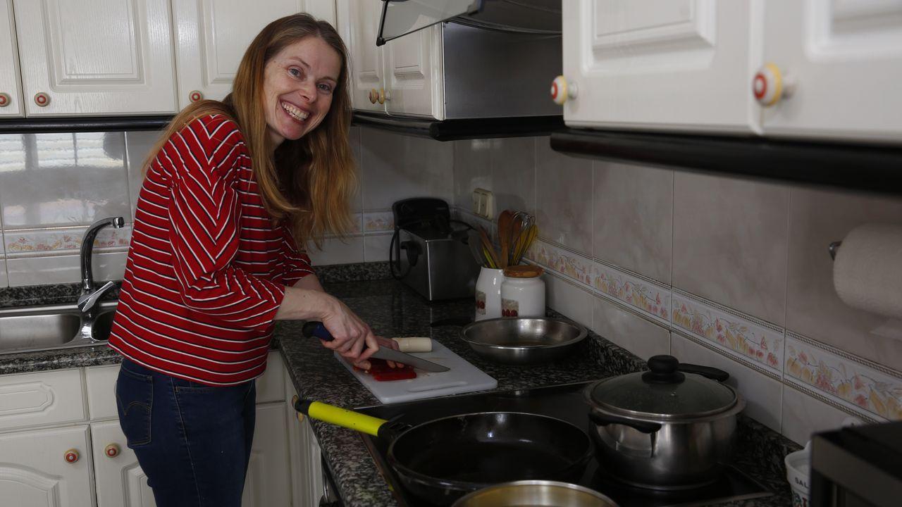 Entramos en el convento de clausura de Santa Clara.Luisa Requejo, en su casa de Sanxenxo, estudia primero del ciclo medio de Cocina y Gastronomía en el CIFP Carlos Oroza de Pontevedra