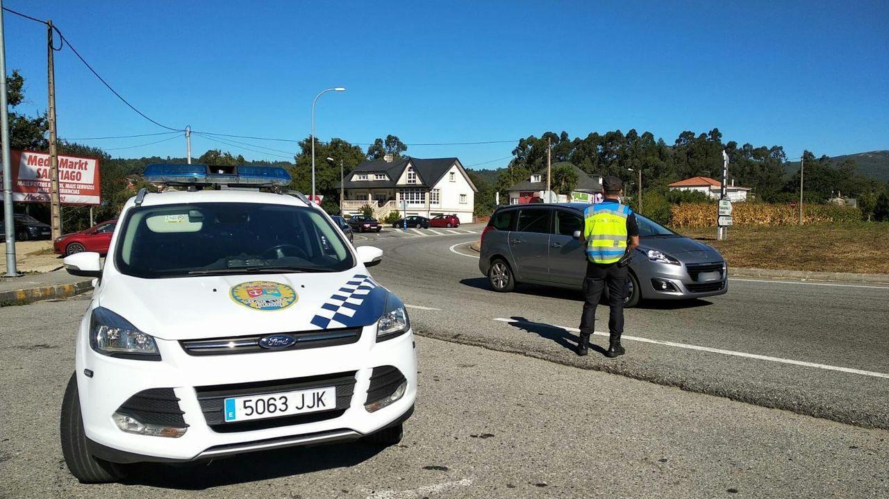 Foto de archivo de un control de la Policía Local de Rianxo