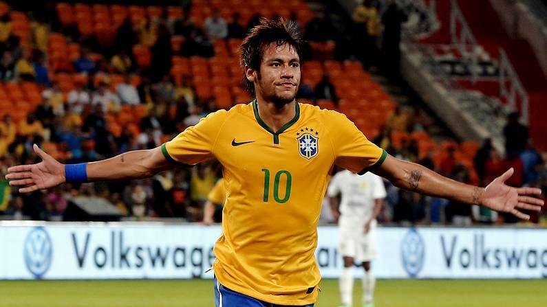 El Barça analiza la decisión de la FIFA.Neymar, con la selección de Brasil
