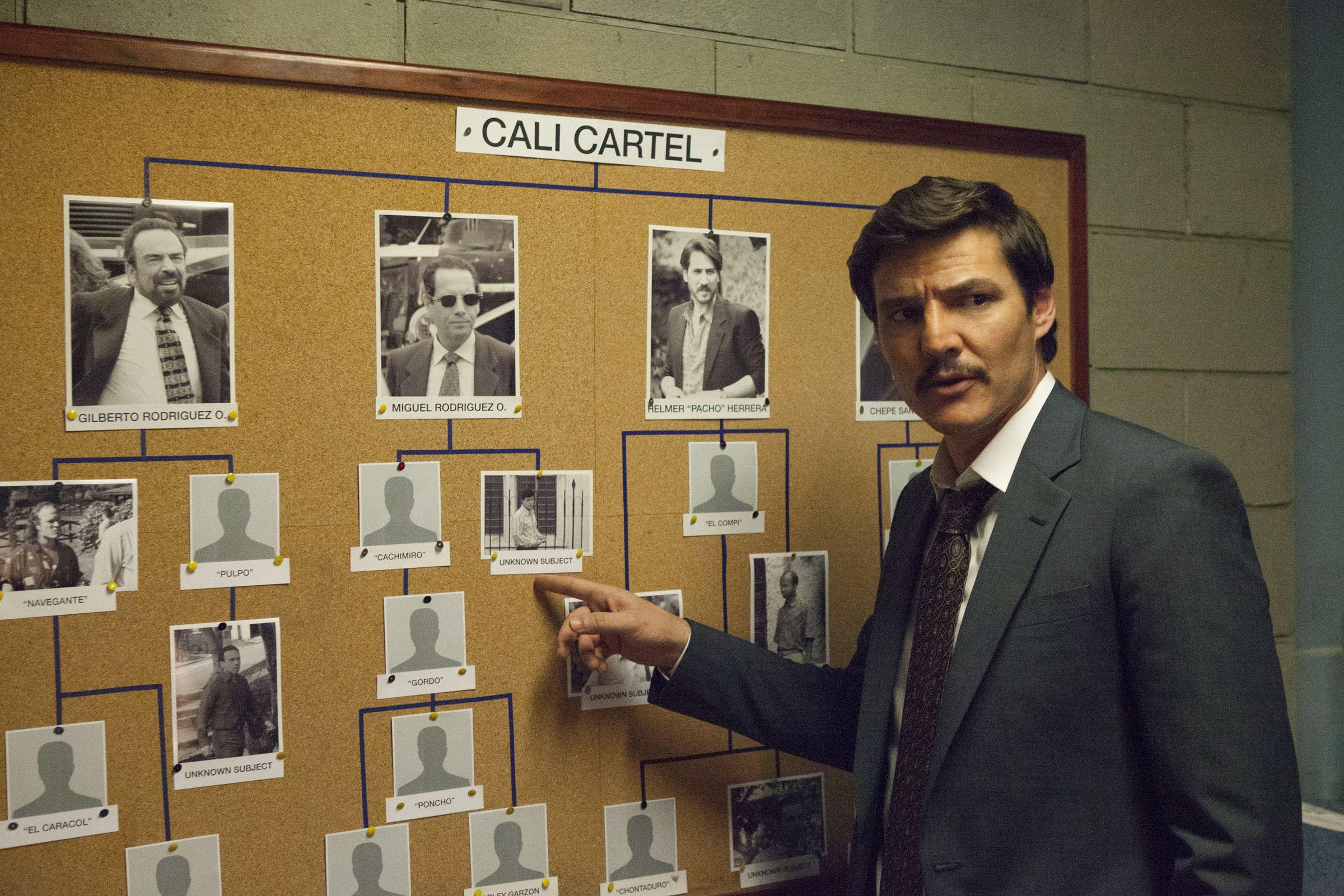 Avance de la tercera temporada de Narcos.John Malkovich, en el rodaje de «El nuevo papa» frente a la basílica de San Pedro