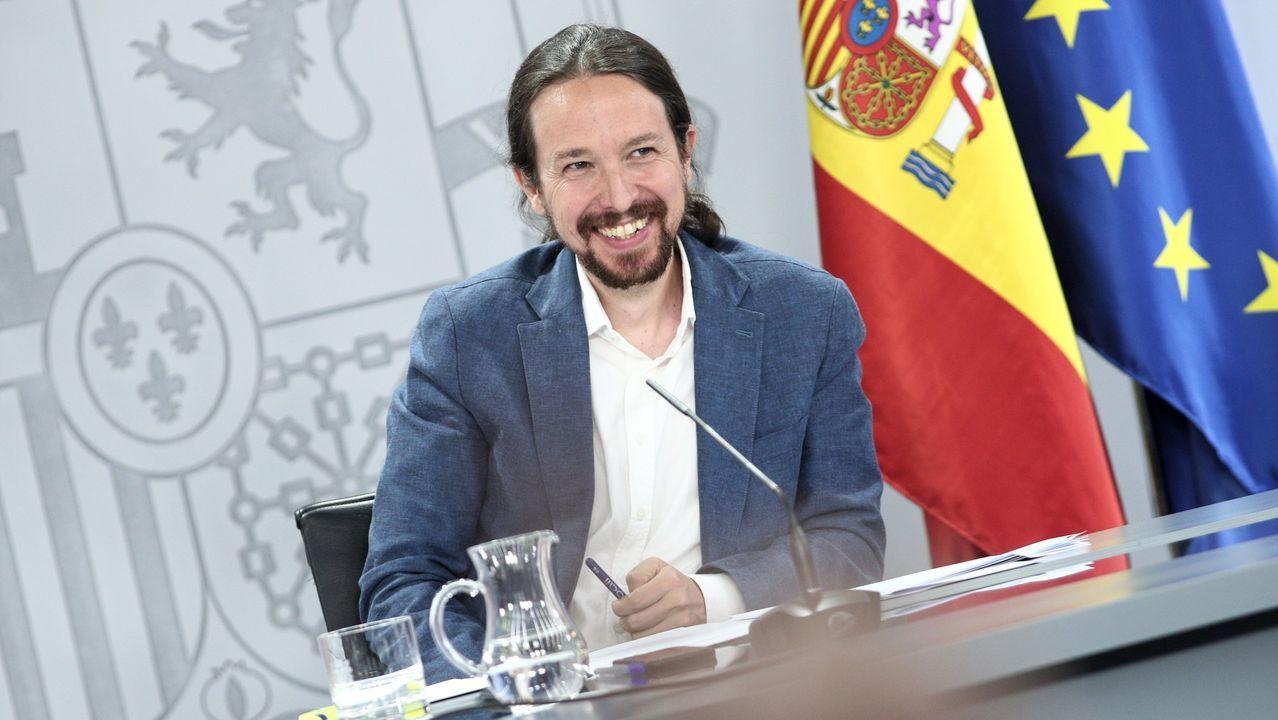 El presidente del Gobierno, Pedro Sánchez, cuando el líder de Vox, Santiago Abascal, se dirige al estrado
