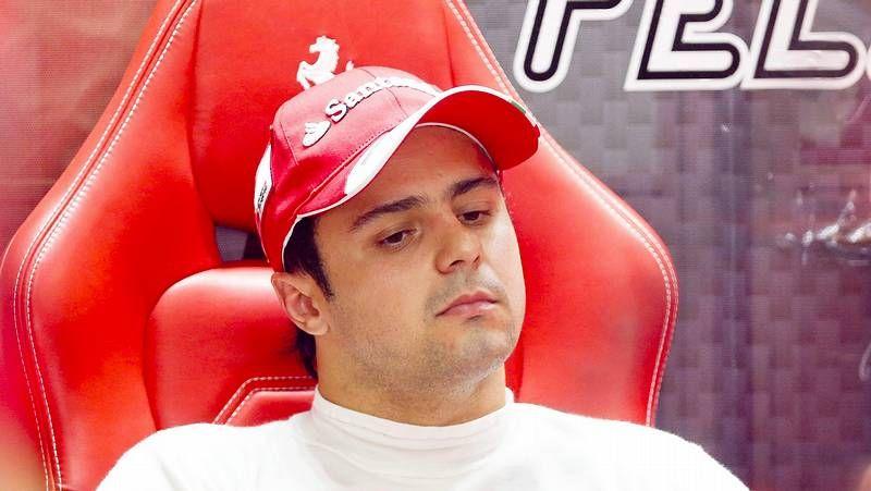 La calificación del GP de Malasia, en imágenes.<span lang= es-es >Webber evita a Vettel</span>. El alemán intentó suavizar la tensión al abandonar el podio, pero Mark evitó escucharle.