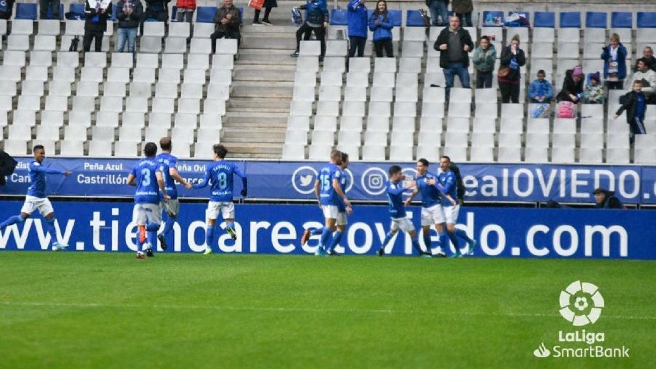 Los futbolistas azules celebran el gol de Nieto ante el Rayo