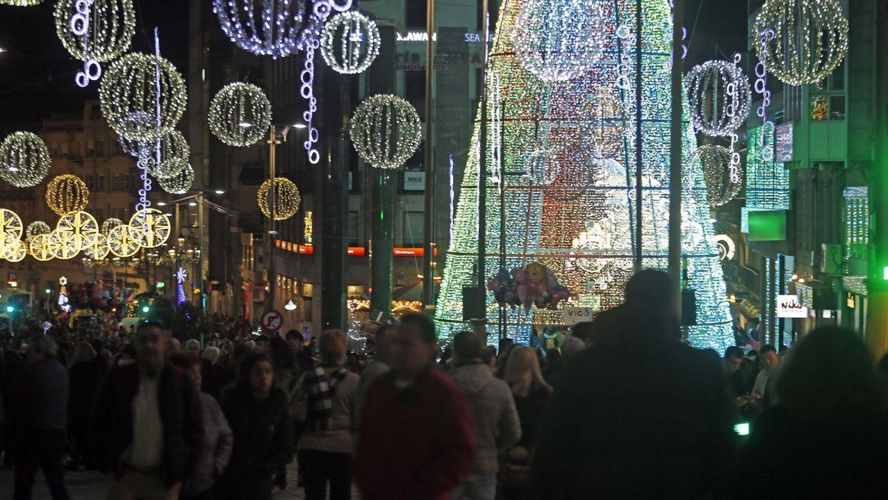 Ambiente en las calles de Vigo en la Navidad del 2019