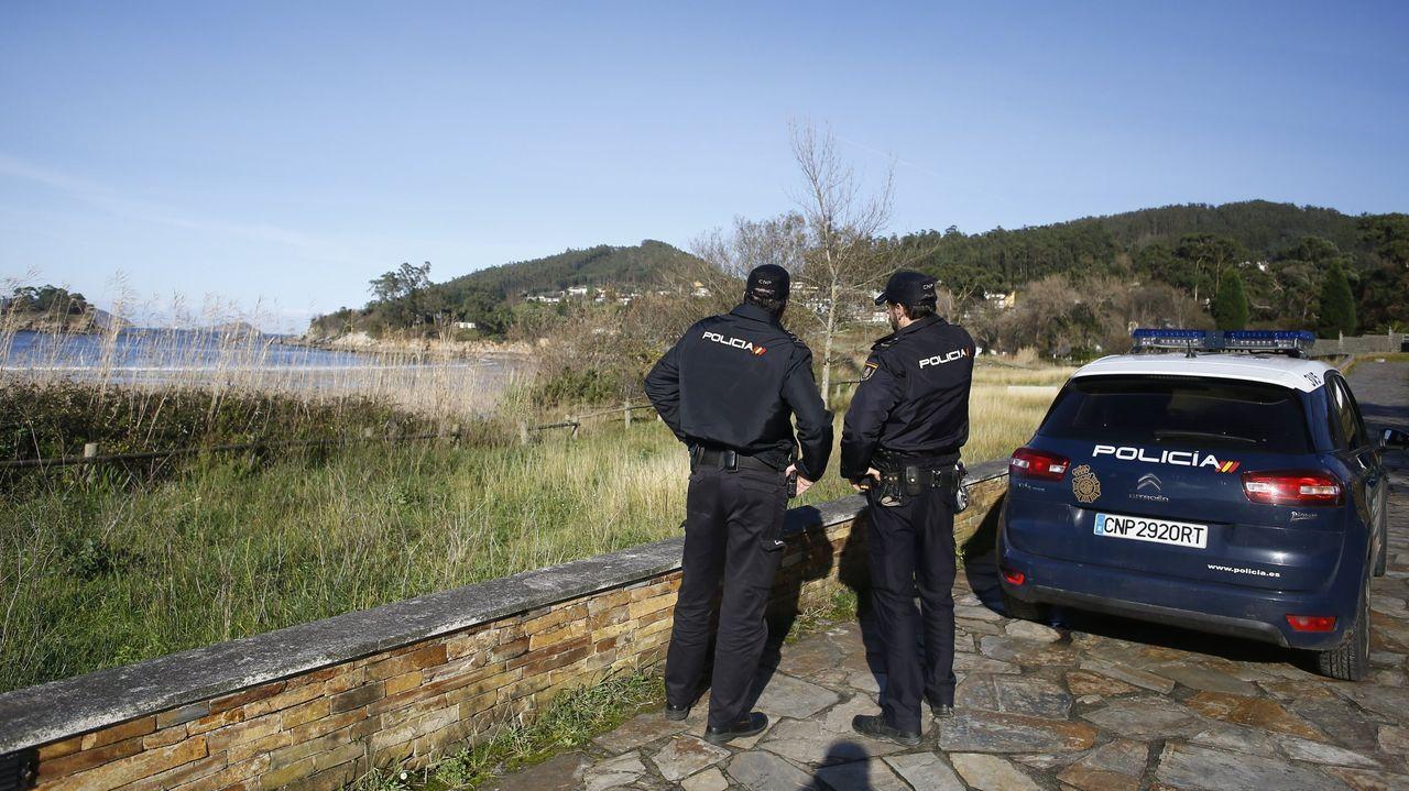 Agentes de la Policía Nacional en un rastreo en los días posteriores a la desaparición del joven