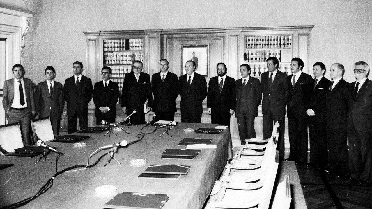 Constitución de la primera Xunta de Galicia, despues de las primeras elecciones autonómicas en 1981