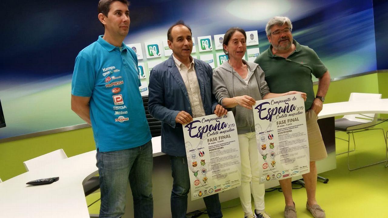 Sofía Pérez, en medio de la fila inferior con el dorsal 11, en una imagen con el Cidade de Pontevedra de fútbol sala