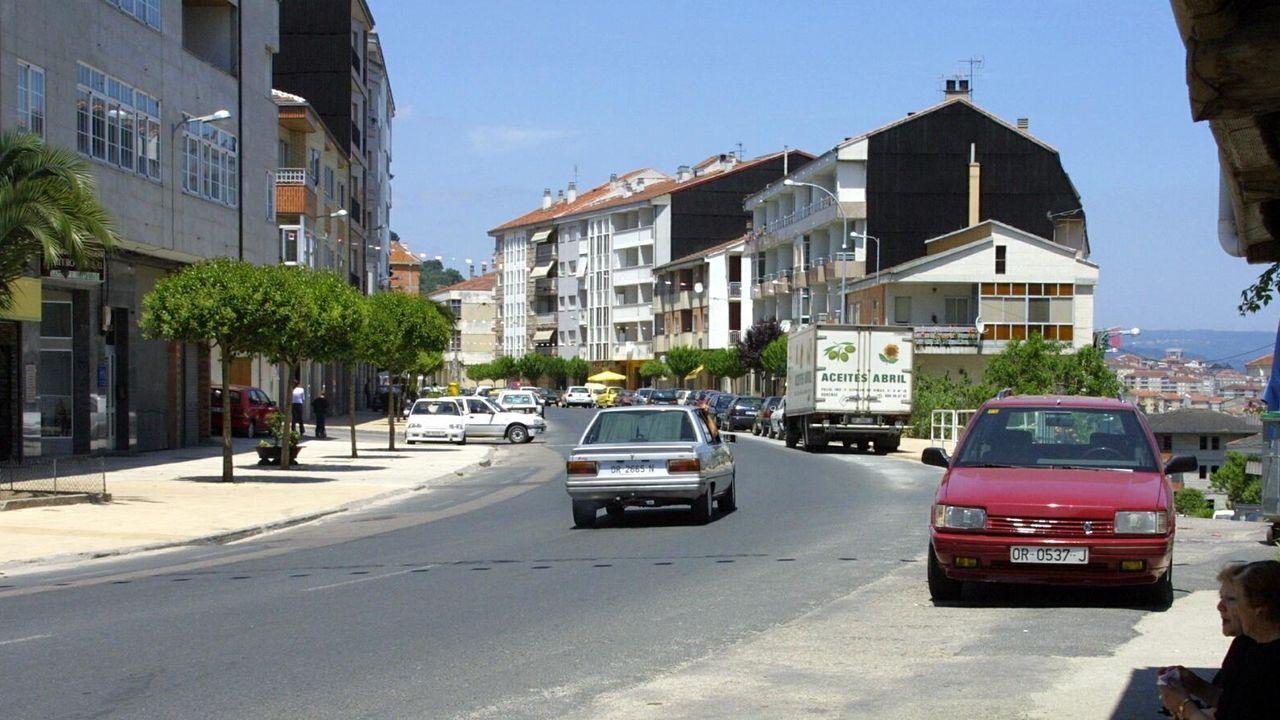 Las tormentas llegan con fuerza a Ourense.En Xunqueira de Ambía fue la cuarta concentración de vehículos (1900-1969) que dio paso a una ruta turístico-gastronómica por parte de la provincia.