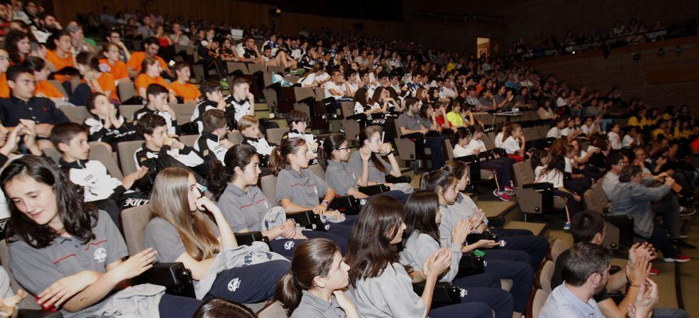 El salón de actos de la facultad de Veterinaria se convirtió ayer en el escenario de la entrega de premios a los mejores deportistas del baloncesto base de Lugo.