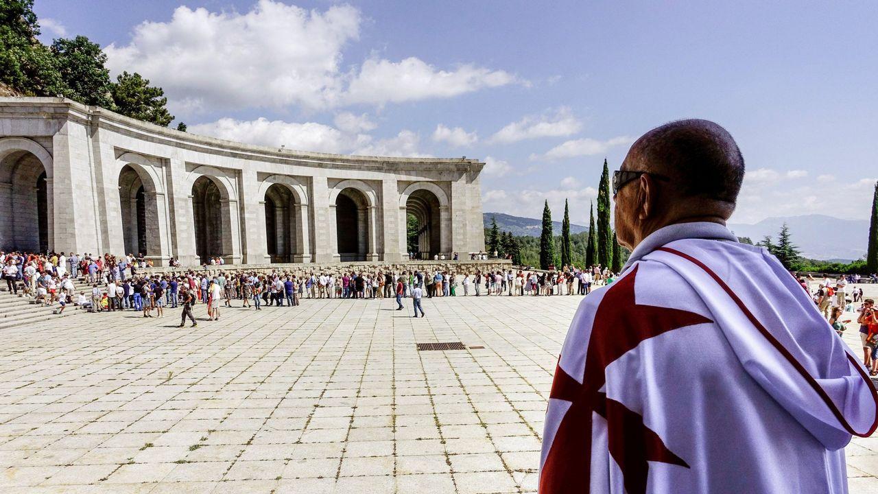 El pasado domingo, decenas de personas protestaron por el traslado de los restos del Valle de los Caídos