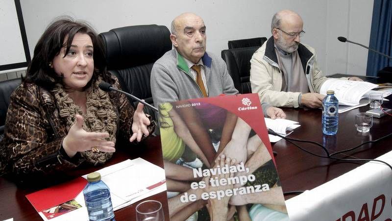Gestoso y Vázquez, con el calendario de Tequexetéldere para Cruz Roja.