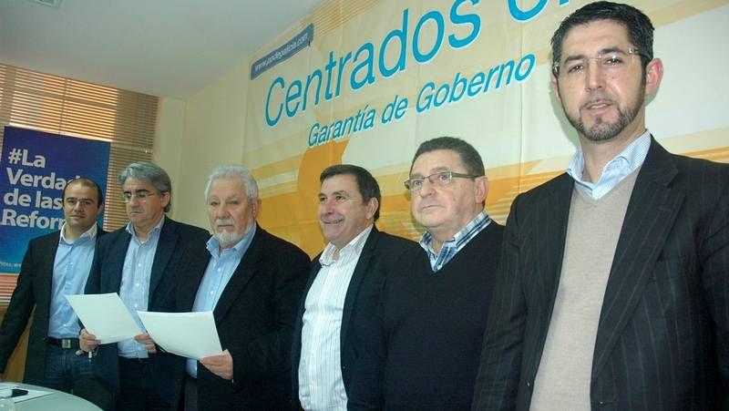 El alcalde de Vilaboa se sube a la cruz.El complejo de Ence es una de las 25 concesiones de Costas con carácter industrial en Galicia.