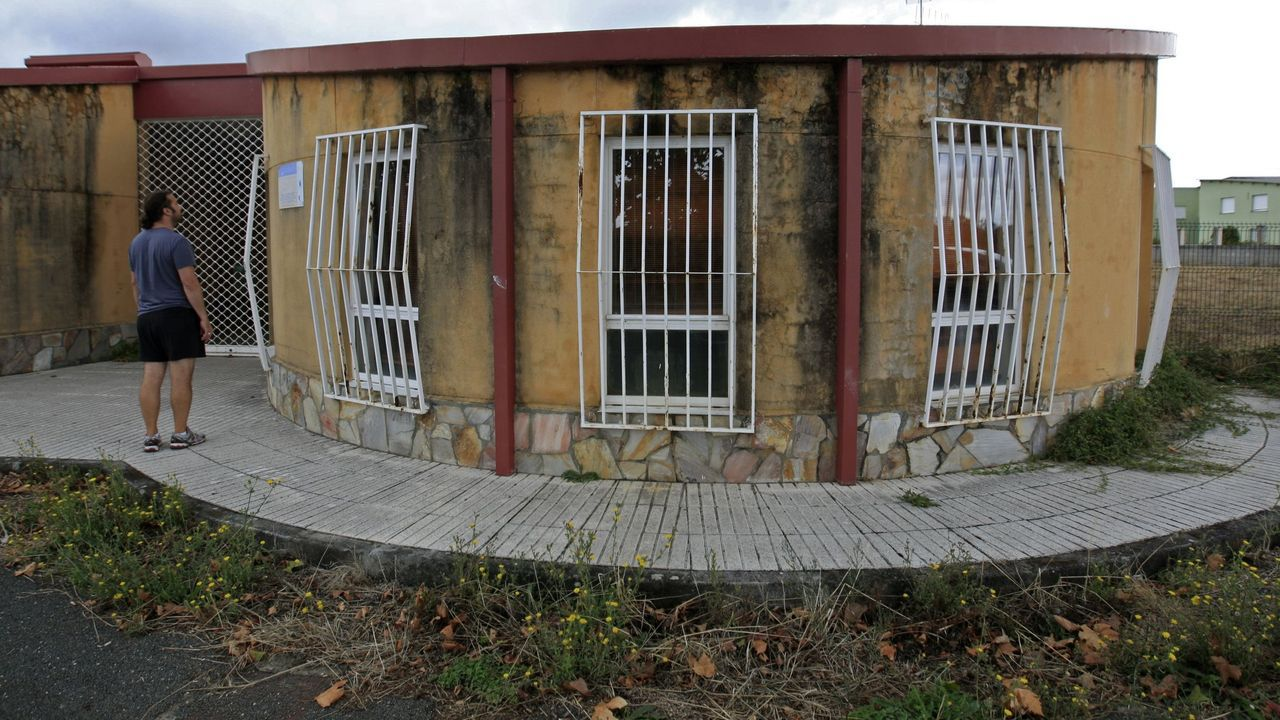 Fiesta de la Guardia Civil en Monforte, Chantada, Carballedo y Quiroga.Antiguo instituto de la construcción, donde ahora se hacen los exámenes teóricos