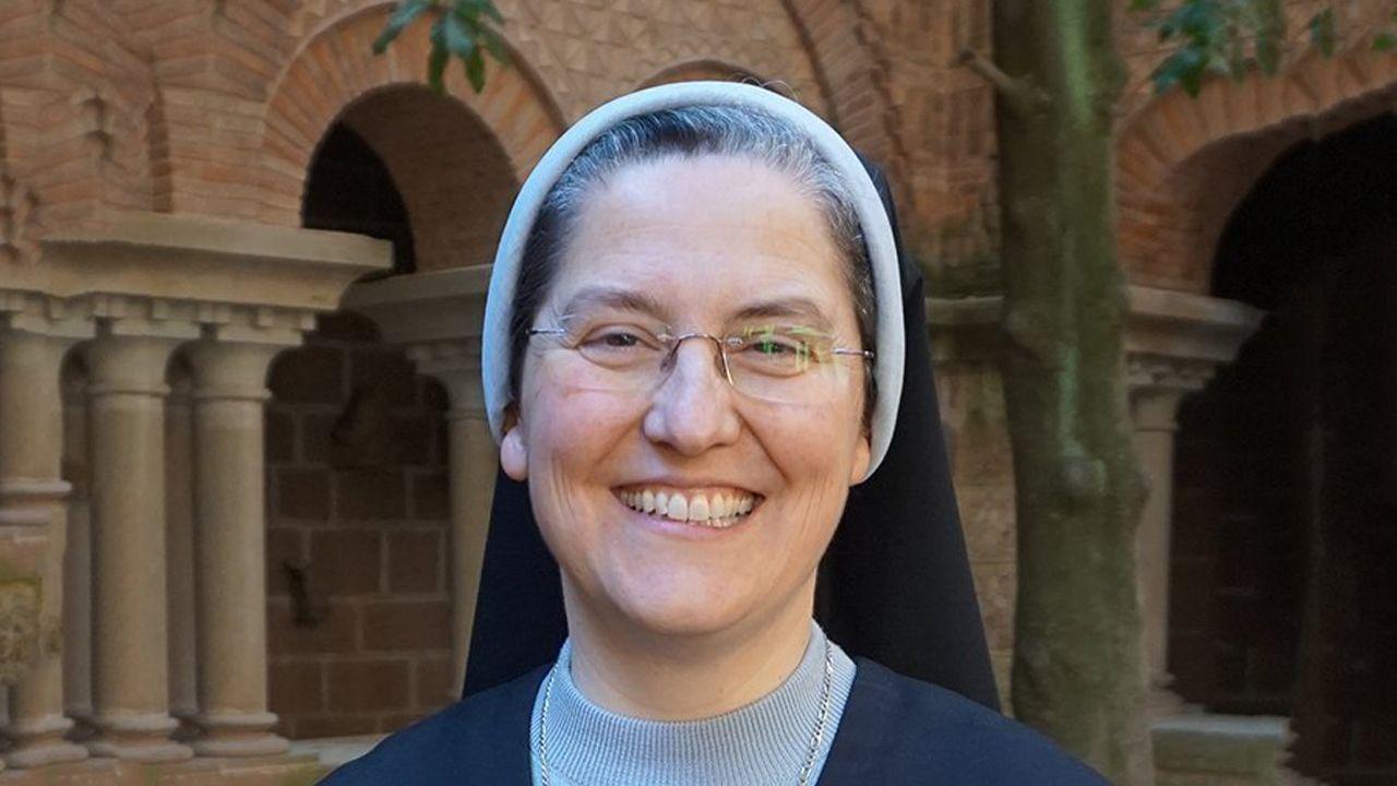Ana Pontón pide «un cambio en femenino co BNG».Rosario del Camino, abadesa del monasterio de San Pelayo (Las Pelayas) de Oviedo
