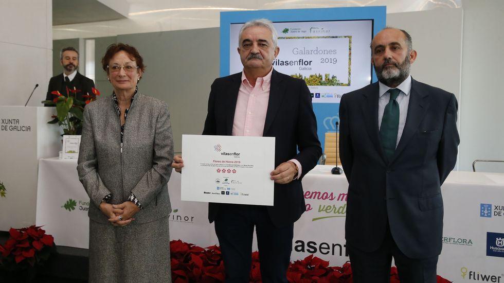 El alcalde de Chantada, Manuel Varela, con el diploma que acredita el premio recibido por su ayuntamiento