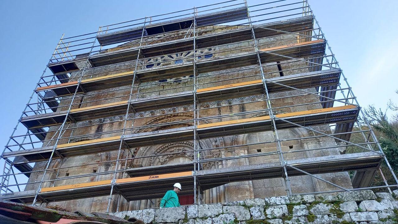 La trayectoria del portero lemista Domínguez en imágenes.La fachada principal de la iglesia románica ya está cubierta con los andamios que se utilizarán en las obras