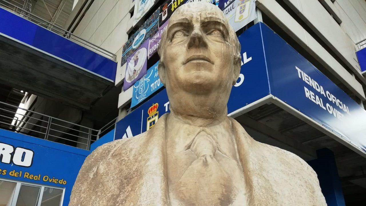 Busto de Carlos Tartiere en el estadio del Real Oviedo