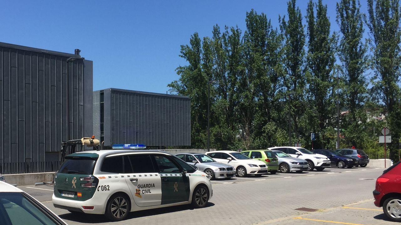 El detenido fue trasladado este mediodía por la Guardia Civil a la prisión de Pereiro.
