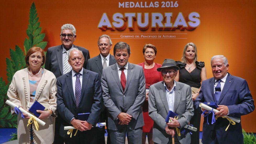 Concentración de protesta por el impago a los docentes itinerantes en Asturias, que ha terminado en los tribunales.Concentración de protesta por el impago a los docentes itinerantes en Asturias, que ha terminado en los tribunales
