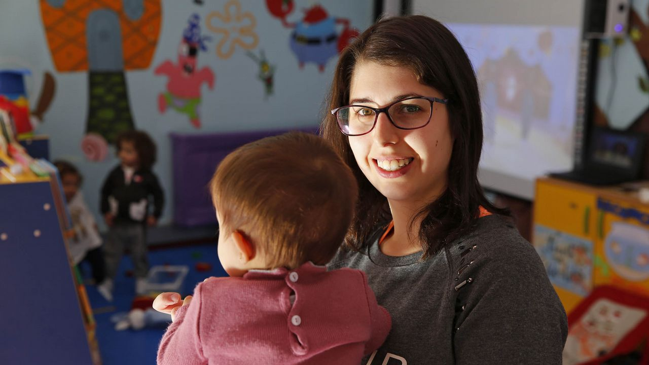 «Lo mejor sería poder irnos juntos».La pequeña Lara es la única vecina nacida en el concello de Vilariño de Conso durante el 2018