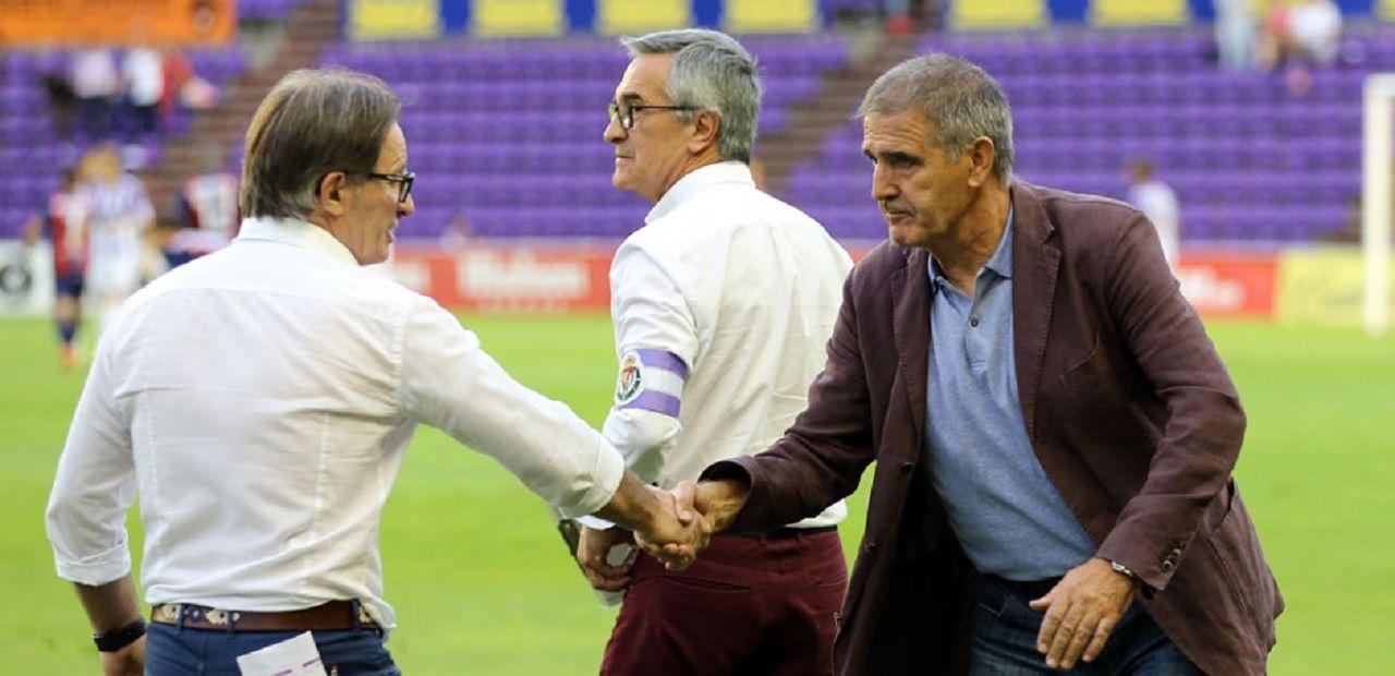Juan Antonio Anquela y Paco Herrera se saludan en un partido en Zorrilla
