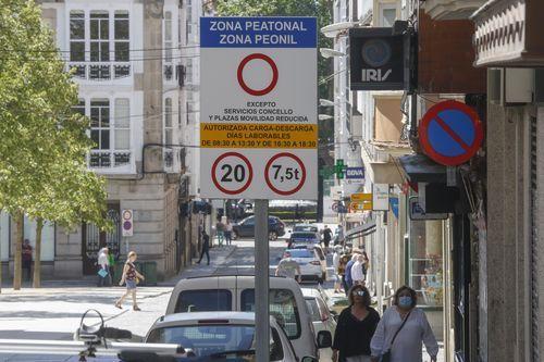 La nueva señalización acota la zona peatonal en el centro de la ciudad y la velocidad permitida