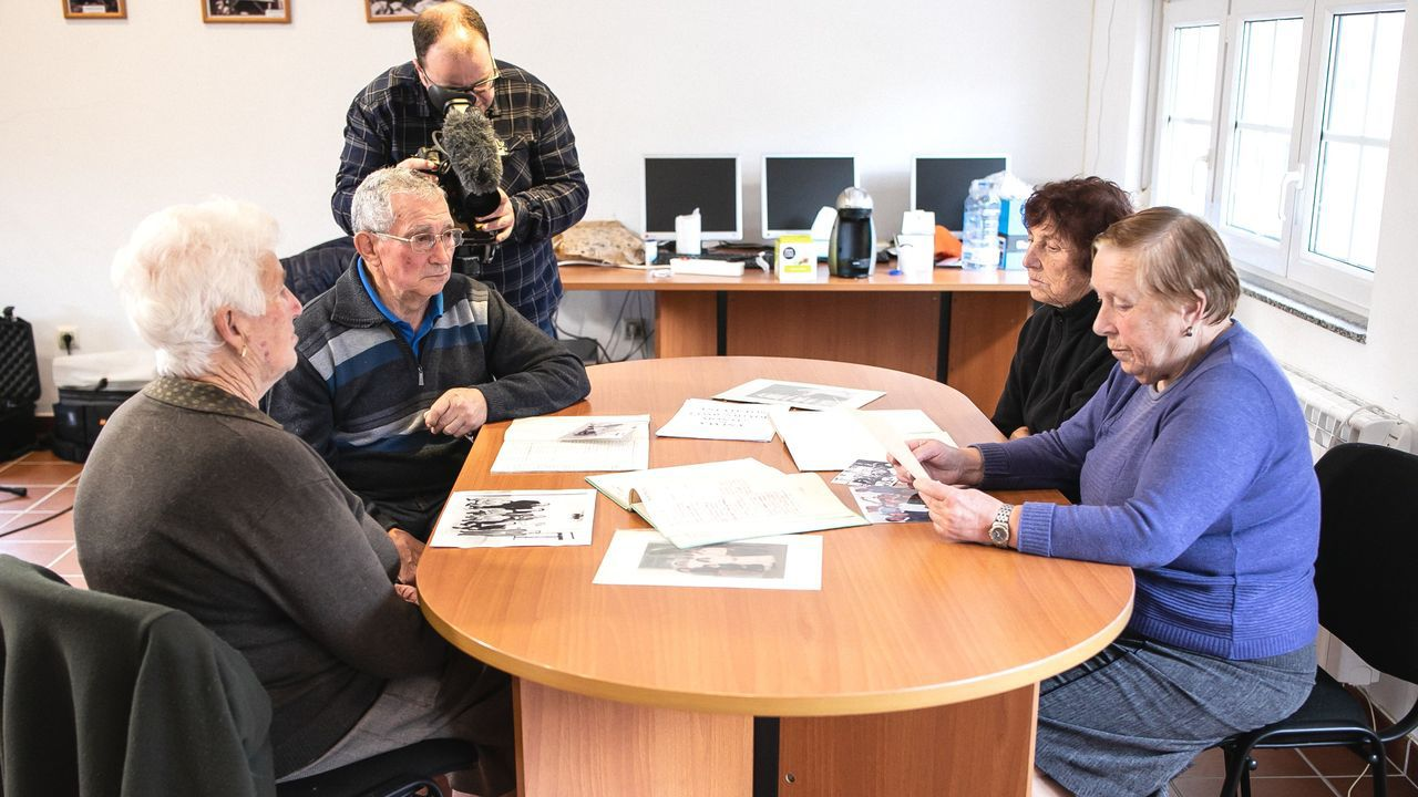 Los jubilados de As Pontes, los gallegos con la pensión más alta.Los camioneros decidieron este martes continuar el encierro en el Ayuntamiento de Ferrol de forma indefinida.