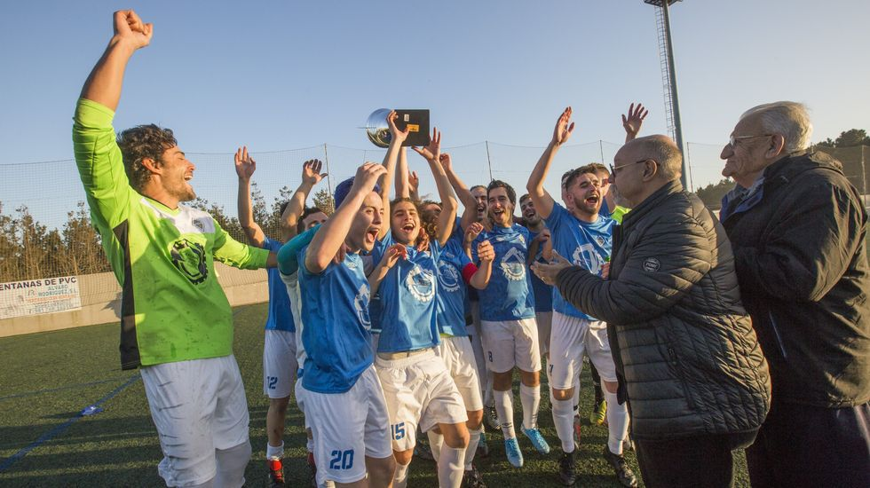 El Camariñas se proclama campeón de la liga de Tercera Autonómica de la Costa.Iago López, jugador monfortino del Bergantiños, está en cuarentena en su casa