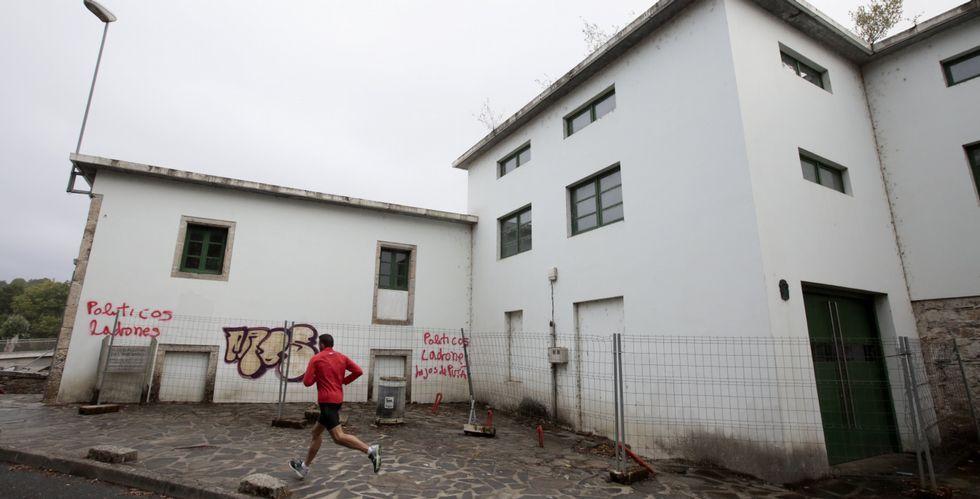 Las instalaciones de la Fábrica da Luz llevan años abandonadas y son objeto de constantes destrozos.