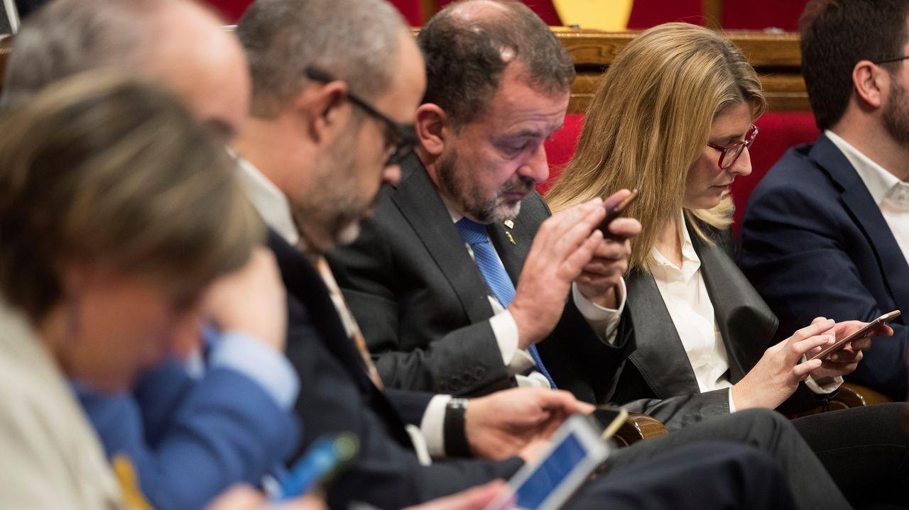 El PSOE saca pecho en Lugo con un acto en el Torre de Núñez.Miembros del Gobierno catalán —a la derecha en la imagen, la consejera de Presidencia, Elsa Artadi— durante la sesión de control al Ejecutivo en el Parlamento autonómico.