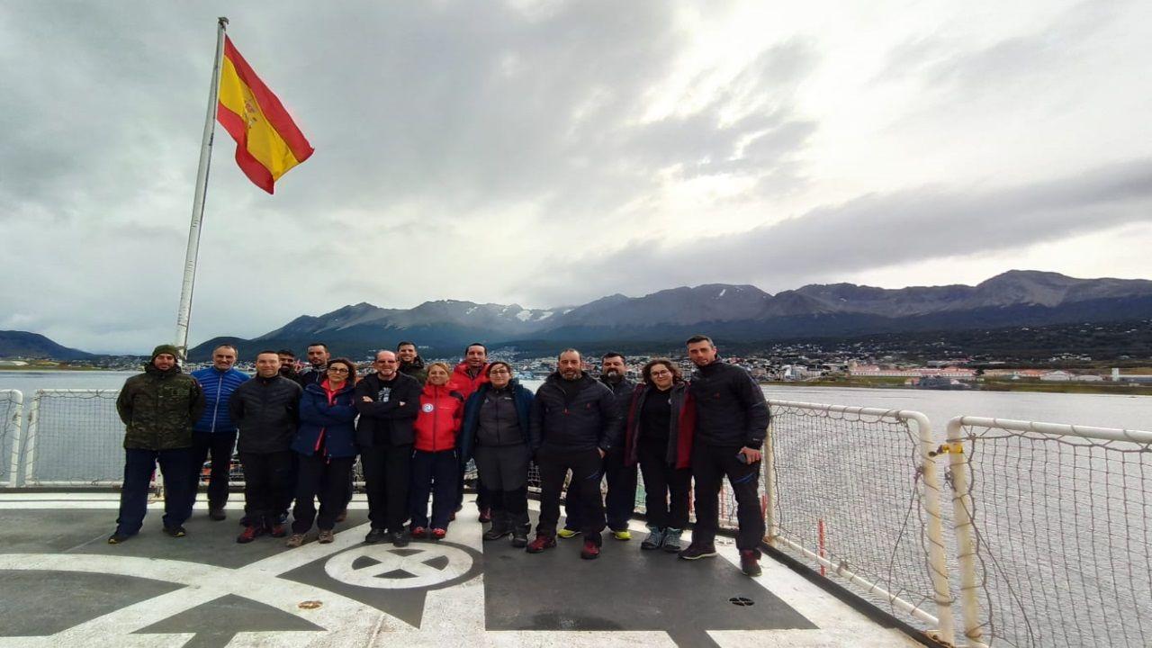 Parte de la dotación de la campaña antártica española que está atrapada en el Hespérides