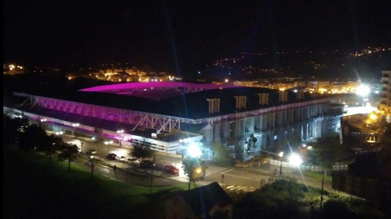 El Carlos Tartiere iluminado por las lámparas LED