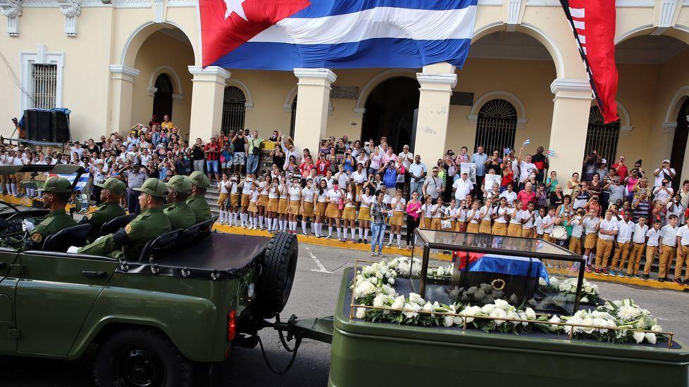 fideltrudeau.Los restos de Fidel Castro llegan a Holguín, su localidad natal