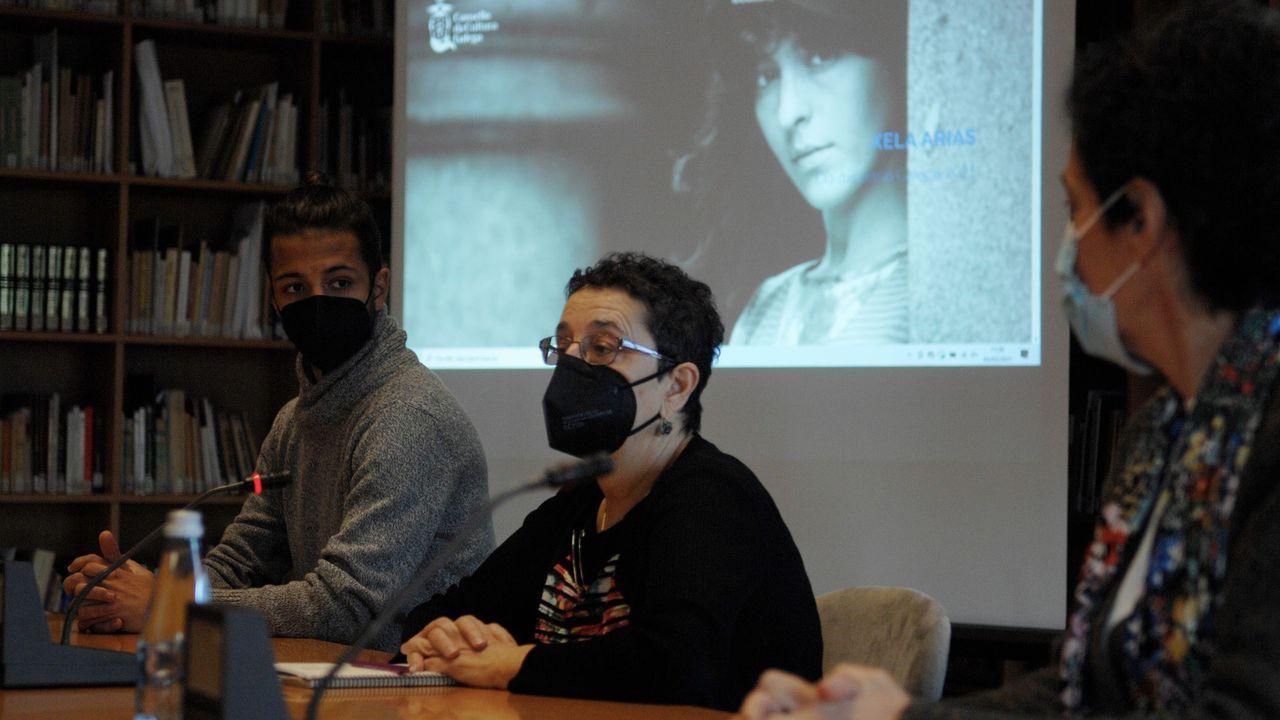 O fillo de Xela Arias, Darío Gil, acompañou a presidenta e a secretaria do Consello da Cultura